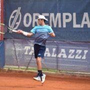 Lorenzo Rottoli, giovane portacolori del Circolo Tennis Massa Lombarda
