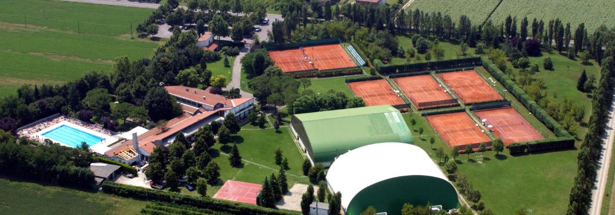 Il complesso del Tennis Club Villa Carpena a Forlì