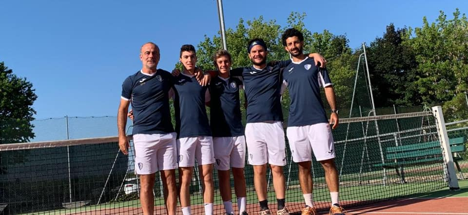 La squadra del Tennis Club Riccione che ha conquistato la promozione in serie C