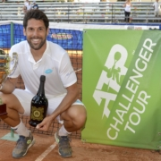 Federico Gaio con il trofeo conquistato a Manerbio