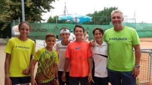 Omar Urbinati nel 2016 con alcuni giovani della sua Academy