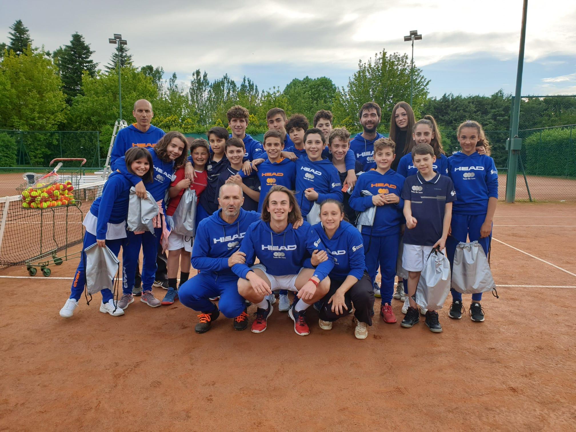 Il gruppo Agonistica del Tennis Villa Carpena