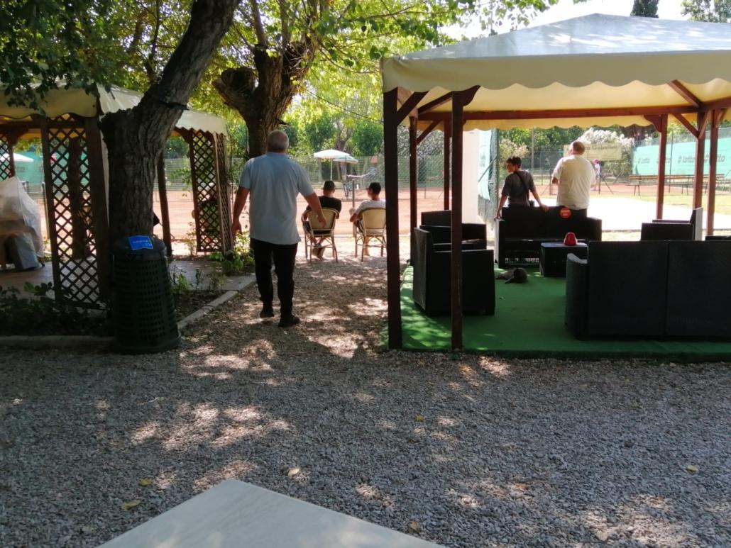 La zona relax del Circolo Tennis Cerri Cattolica
