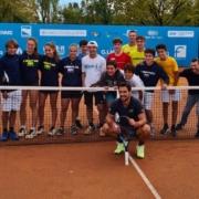 Fabio Fognini con i giovani agonisti del Villa Carpena
