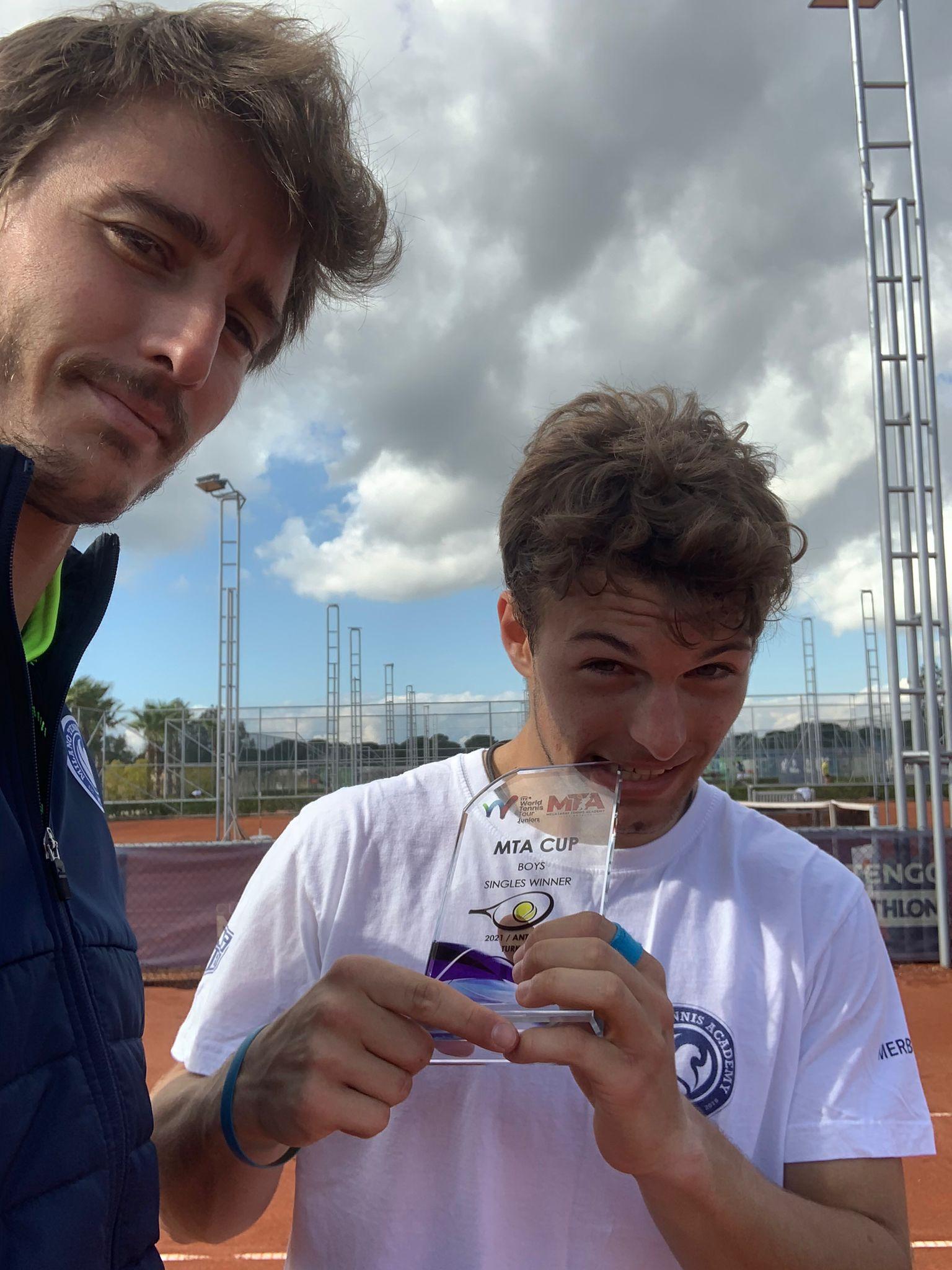 Selfie per Daniel Bagnolini e il coach Lorenzo Frigerio