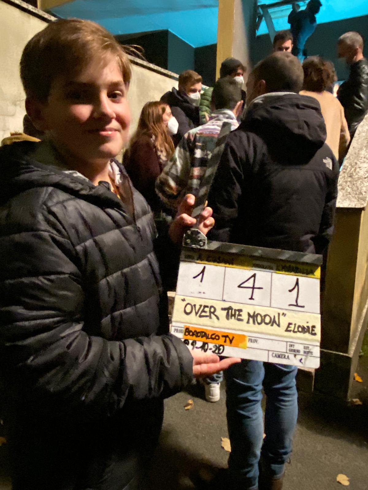 """Il riminese Luca Lorenzi sul set per il video """"Over the Moon"""" di Elodie"""