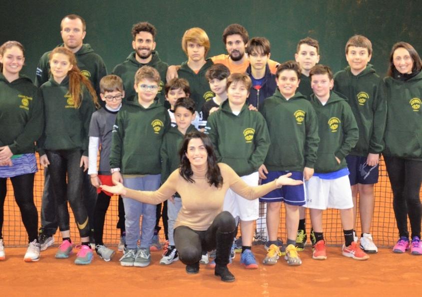 Francesca Cerrri con i ragazzi della scuola del CT Cerri Cattolica