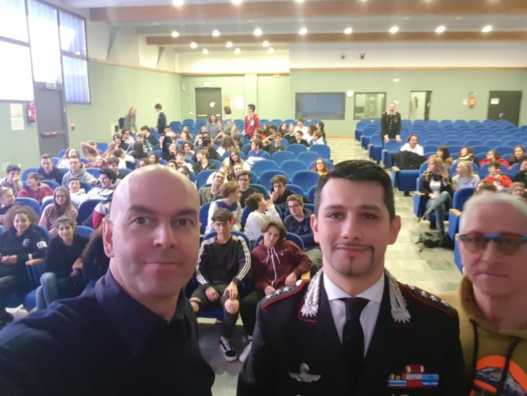 Il maestro Fabrizio Serafini insegna cultura sportiva agli studenti dello Scientifico
