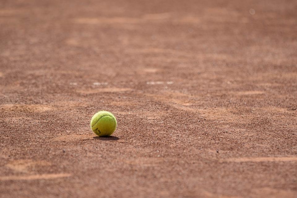"""Il ministro dello sport: """"Vorrei riaprire circoli sportivi e palestre il 18 maggio"""". Tennis e padel sperano"""