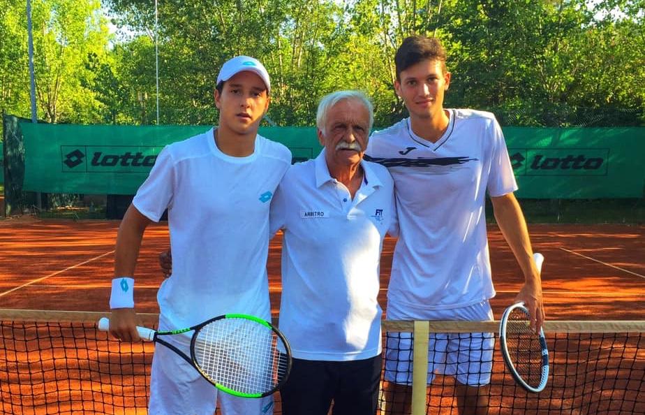 Luciano Darderi e Alberto Morolli con l'arbitro di sedia Pierluigi Martelli