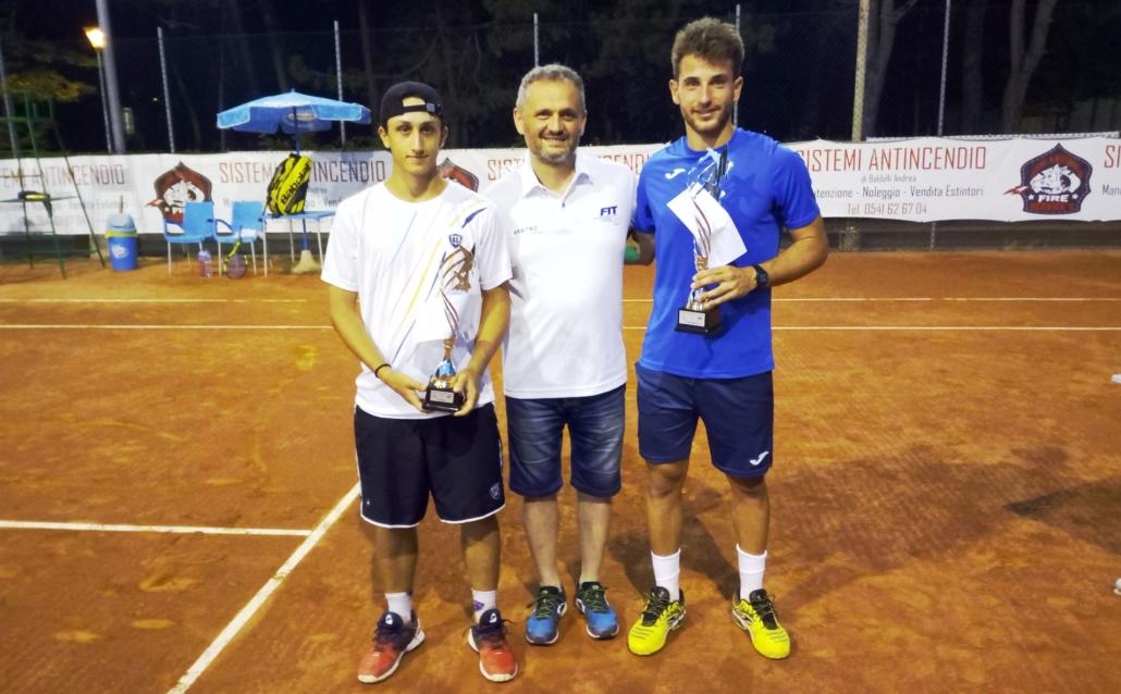 Andrea Calogero e Francesco Giorgetti con l'arbitro di sedia Roberto Baldissari