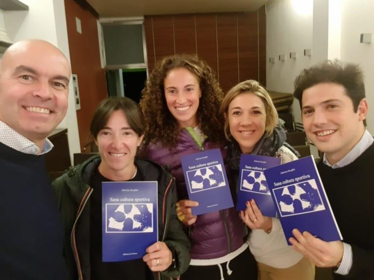 Fabrizio Serafini con Alberta Brianti, Martina Caregaro e i dirigenti del Tc Milano Bonacossa