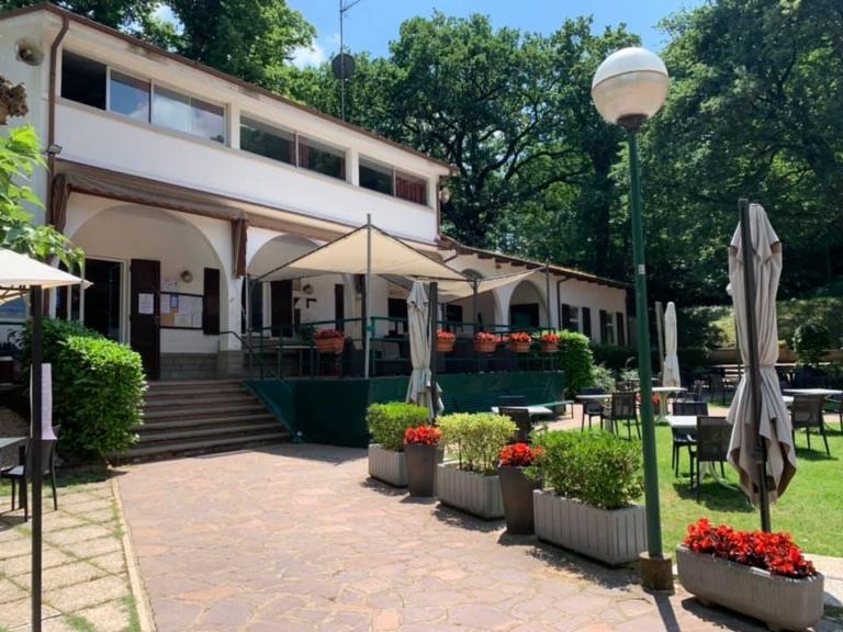 Circolo Tennis Cacciari: l'esterno della club house