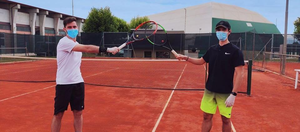 Gli agonisti del Circolo Tennis Massa Lombarda, di nuovo in campo, nel rispetto delle misure di sicurezza