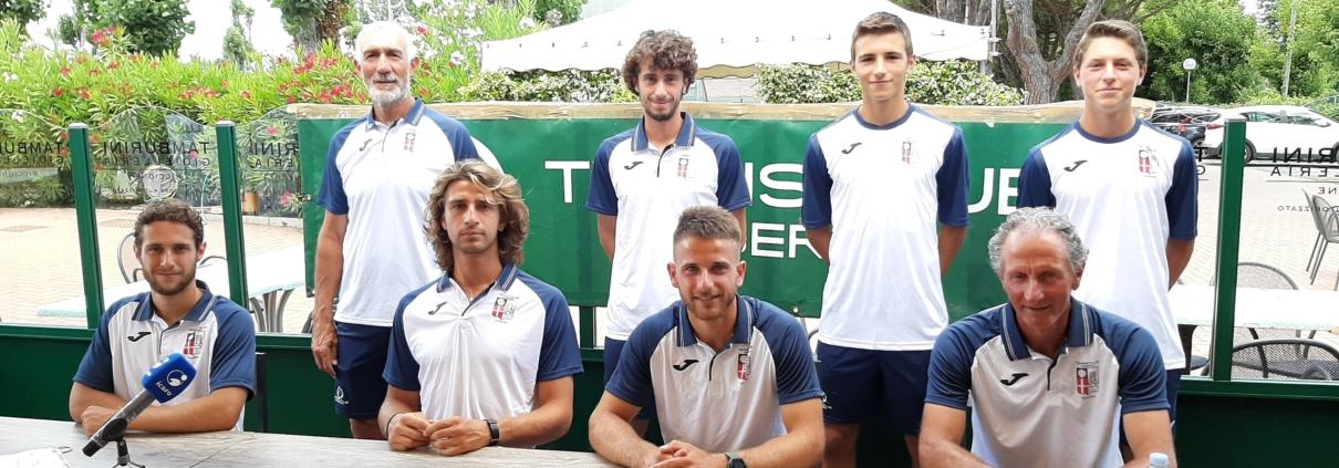 Tennis Club Viserba: la squadra di A2 con i maestri Marco Mazza e Luca Gasparini