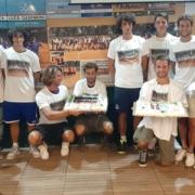 La squadra di A2 maschile del Tennis Club Viserba celebra la salvezza