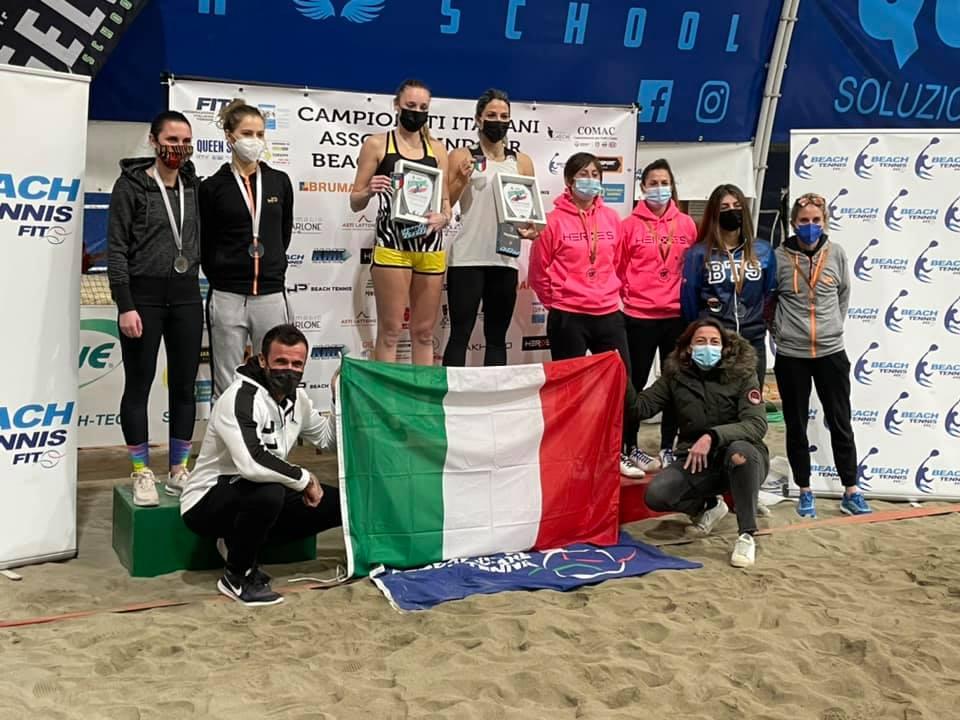 premiazione femminile dei Tricolori indoor di beach tennis al Raketown Forlì