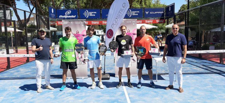 FIP Rise Riccione: Le coppie finaliste maschile con il direttore del torneo Luigi Capodagli e Matteo Gusella (Plastile)