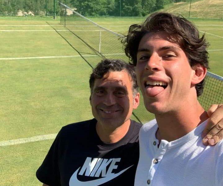 """Alessandro Pecci prepara """"Gaibledon"""" sul campo in erba di Antonello Montalti a Sarsina"""