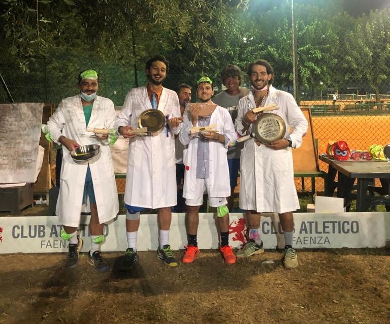 """Tennis Club Faenza: al Torneo delle Padelle vincono i """"Virologi"""""""