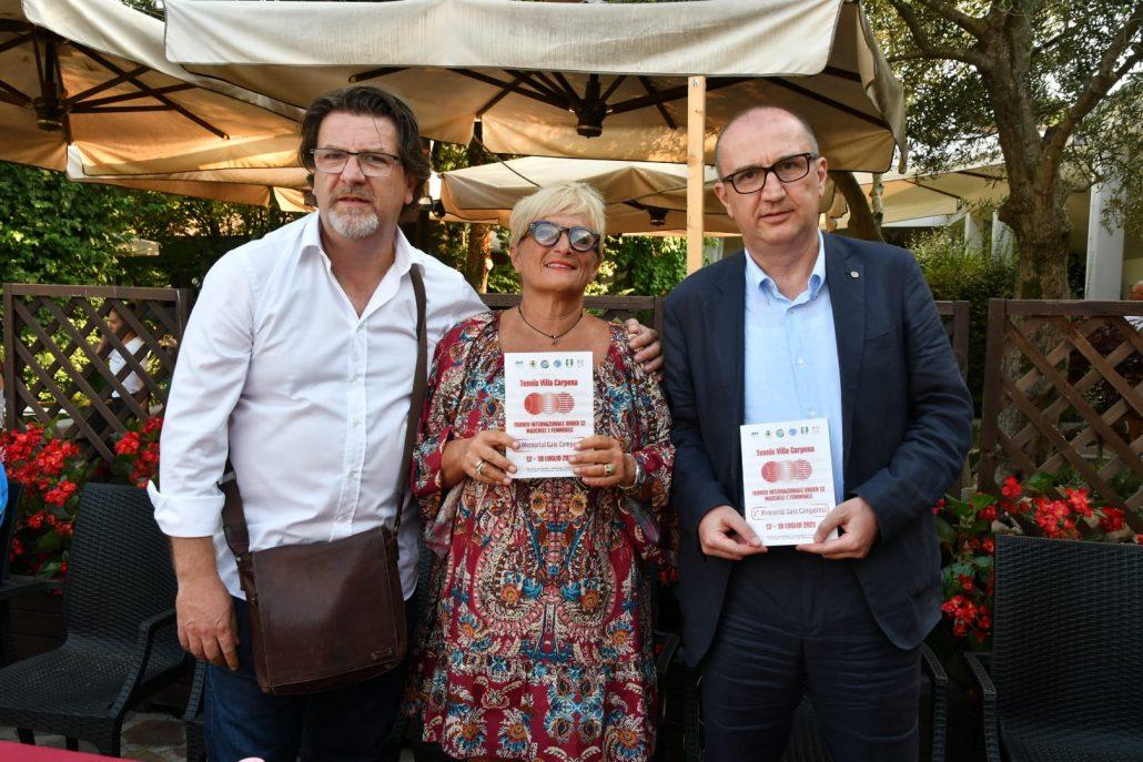I fratelli Redo e Gaddo Camporesi con Angela Bonoli, presidente del Villa Carpena