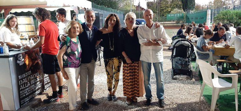 Il sindaco di Cattolica Mariano Gennari con l'assessora Nicoletta Olivieri, Pierangelo Cerri, la moglie Nella e la figlia Francesca, dirigente del club